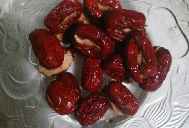Home Cooking Recipe: Wash the red dates and open each one with a small mouth.