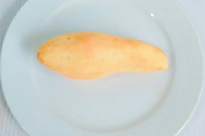Home Cooking Recipe: Wash the sweet potatoes and peel them first, as shown above.