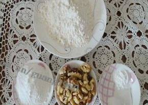 Home Cooking Recipe: Weigh flour, powdered sugar, baking powder, baking soda, and walnuts