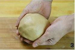 Home Cooking Recipe: When the dough is first formed, the surface of the dough will be rough. Continue patiently for a while until the dough surface is smooth. Put the kneaded dough into the refrigerator and relax for 1 hour.