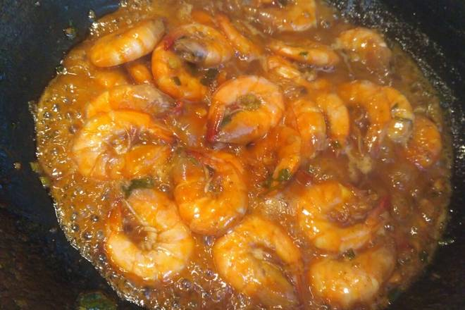 Home Cooking Recipe: When you have some juice left, uncover it, add a teaspoon of salt, stir fry and evenly cook the white rice, and leave more soup and rice! ! ! If you don't cook rice, just collect the juice and kill a plate of shrimp directly.
