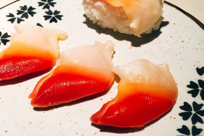 Home Cooking Recipe: Wobble plate. Also tried the Arctic shellfish sushi. However, I still feel that it is straightforward to eat, and soy sauce mustard is not needed. Sweet and crunchy, very delicious.